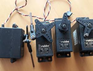 avion servos robbe rs 250 VINTAGE  prise a broches