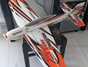 Avion D Stuntmaster de Multiplex