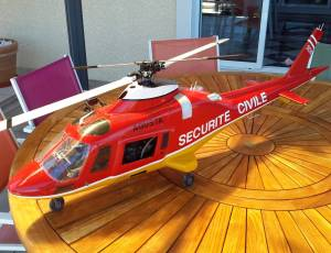 hélicoptère AGUSTA 109 complet envoi possible, 450 €